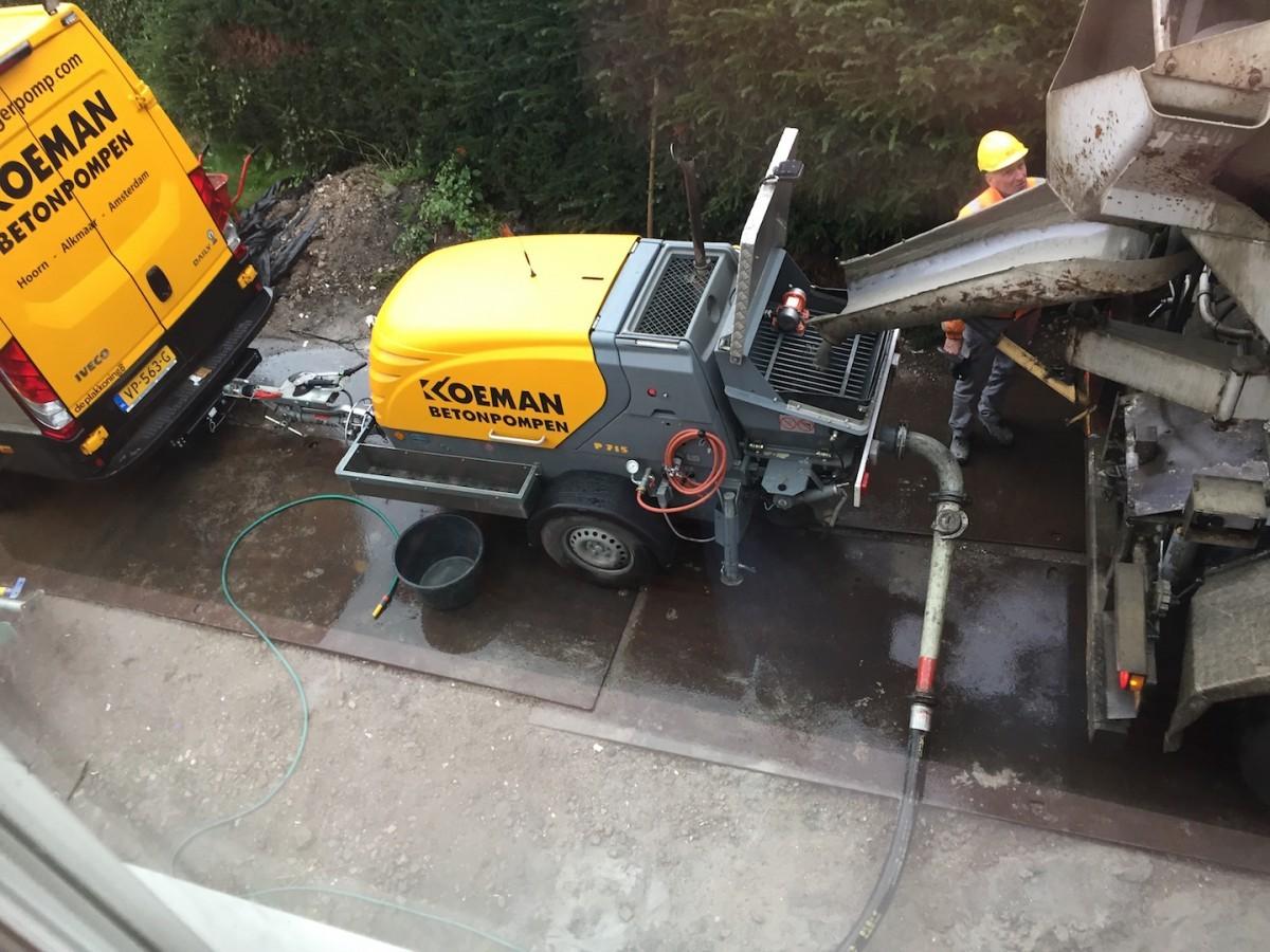 Betonvloer Storten Woonkamer : Cement gebonden gietdekvloer u2013 aanhangerpomp