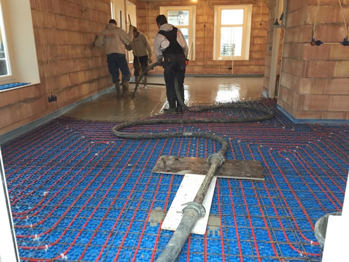 Cement gebonden gietdekvloer – Aanhangerpomp